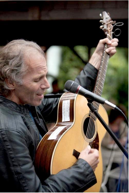 Brooks Williams American Guitarslinger Down Home In The U